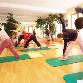 gymnastik dehnen fitnesstraining