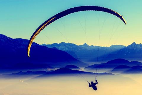 Paragleiten - wie ein Ikarus 3000 Meter über dem Meer